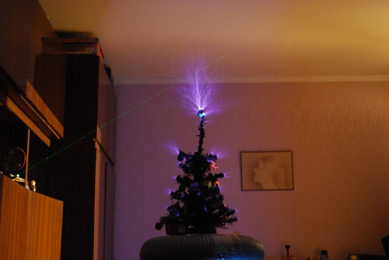 christmas decorations with tesla coils - College Christmas Decorations